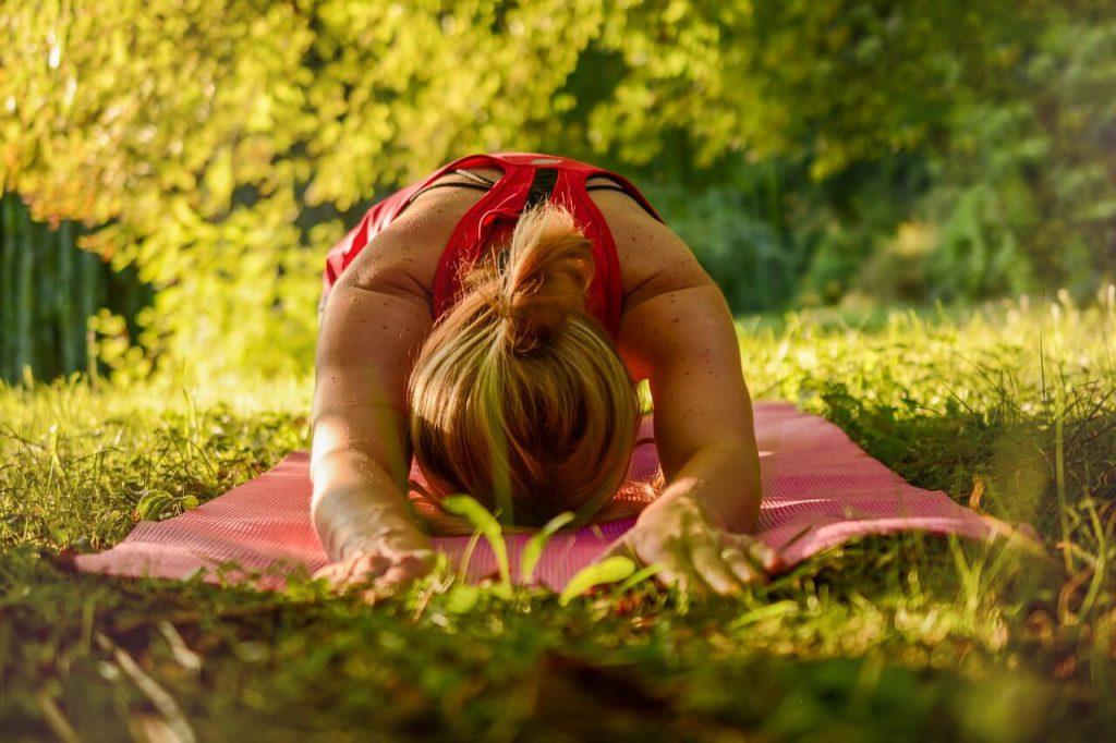 benefici-dello-yoga-pancialeggera