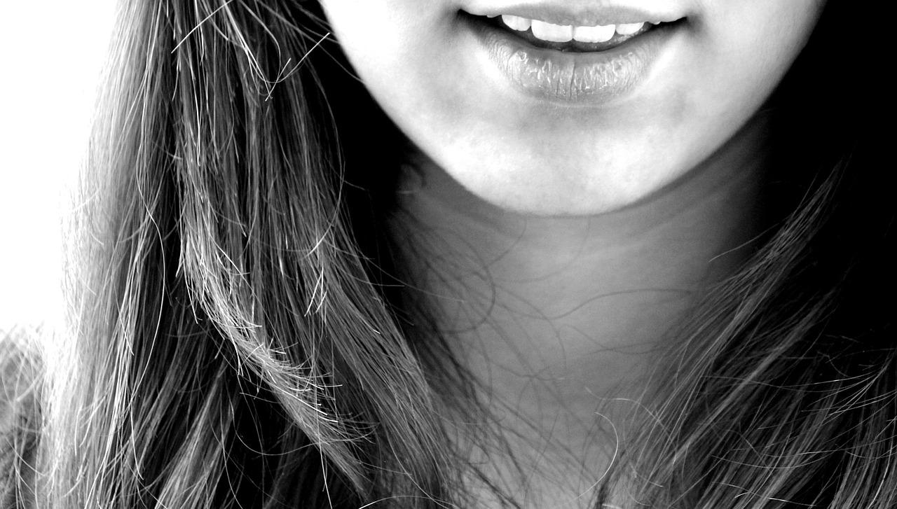 pancia-gonfia-masticare-denti-pancialeggera