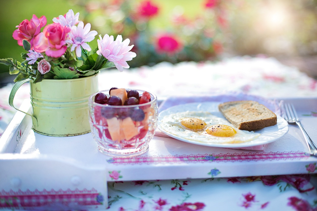 20 alimenti che dovremmo e non dovremmo mangiare a colazione