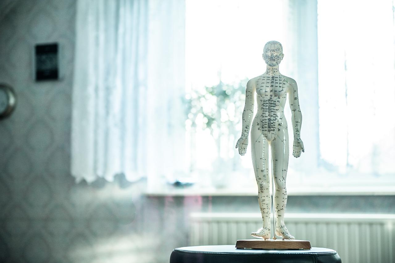 La digitopressione contro i disturbi digestivi ed i sintomi dolorosi