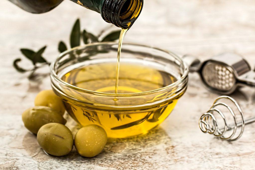 olio-oliva_vitaminae-pancialeggera