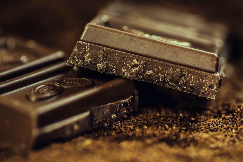cioccolato_fondente_cuore_alimenti-pancialeggera