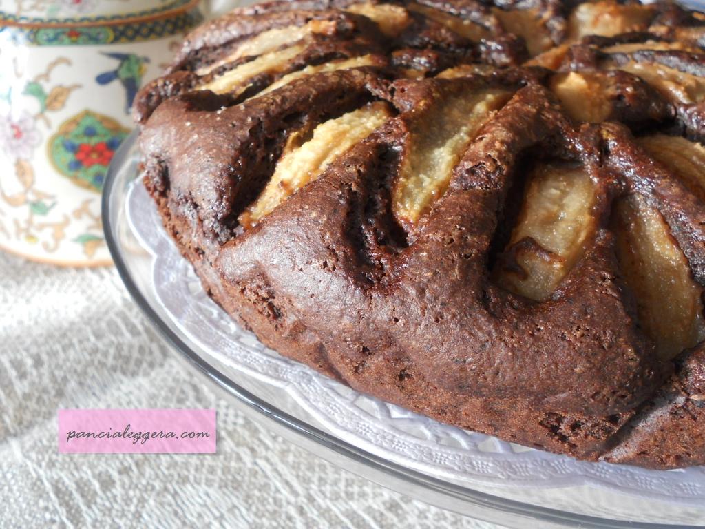 Torta pere e cioccolato con farina di grano saraceno – ricetta senza uova e senza burro