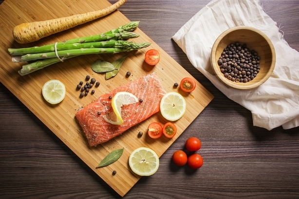 combinazioni-salmone-asparagi-pancialeggera