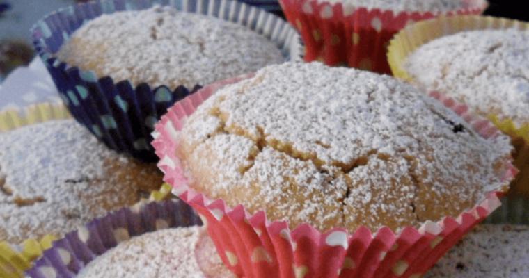 Muffin al cocco e gocce di cioccolato – ricetta light, senza glutine e senza uova