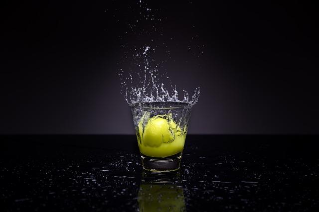 pancia-gonfia-acqua-limone-pancialeggera