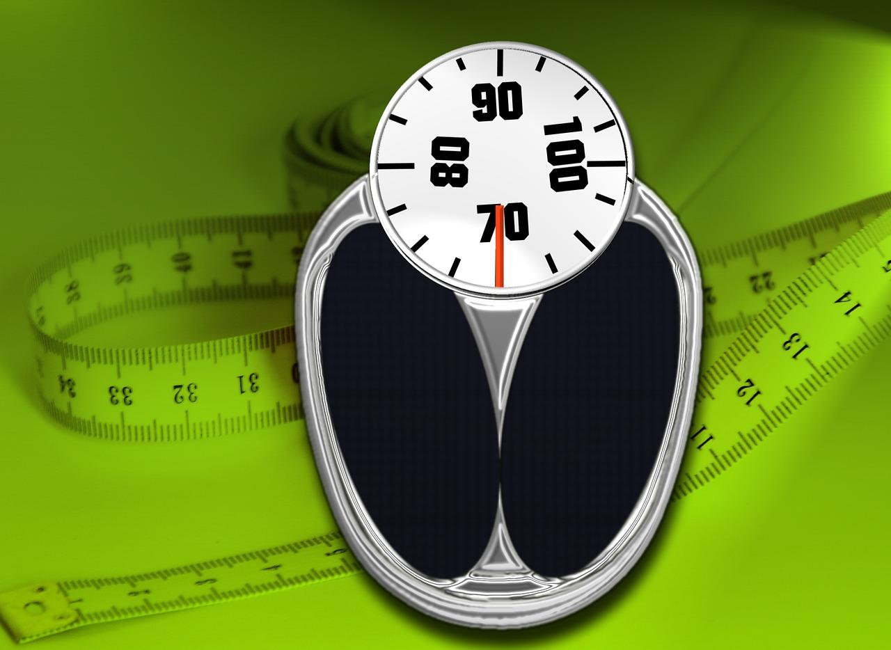 Perché si ingrassa mangiando poco? Le 4 cause dell'aumento di peso non correlate al cibo.