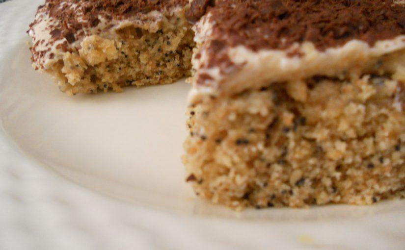 Quadretti integrali con semi di papavero e crema allo Skyr – ricetta di un dolce leggero, senza uova e senza burro