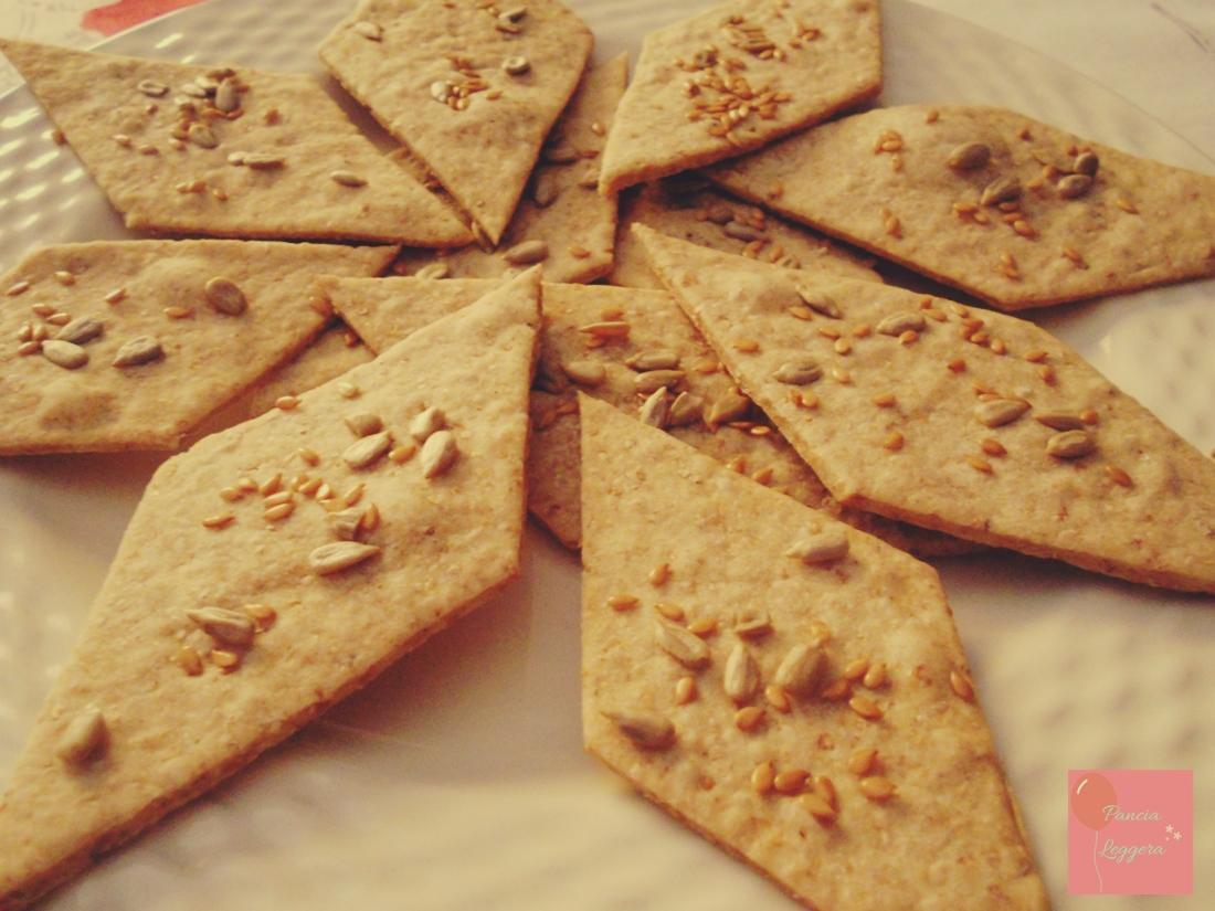 Come fare i crackers integrali in casa – ricetta facile, veloce e senza lievito