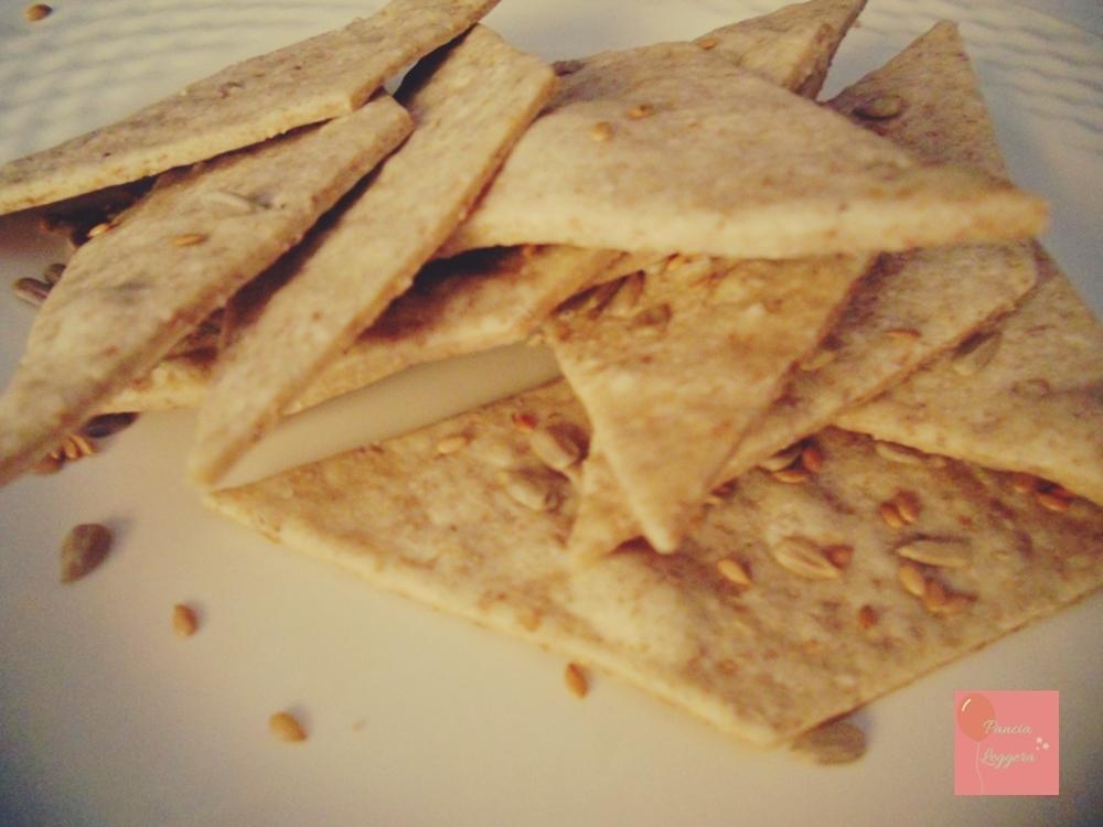 crackers-integrali-senza-lievito-ricetta-veloce-pancialeggera