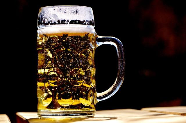 disidratazione-alimenti-da-evitare-alcol-pancialeggera