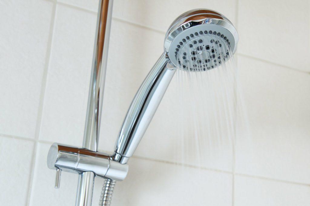 pancia-piatta-abitudini-doccia-pancialeggera