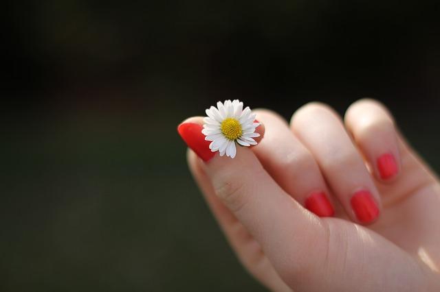 unghie-deboli-carenza-proteine-pancialeggera