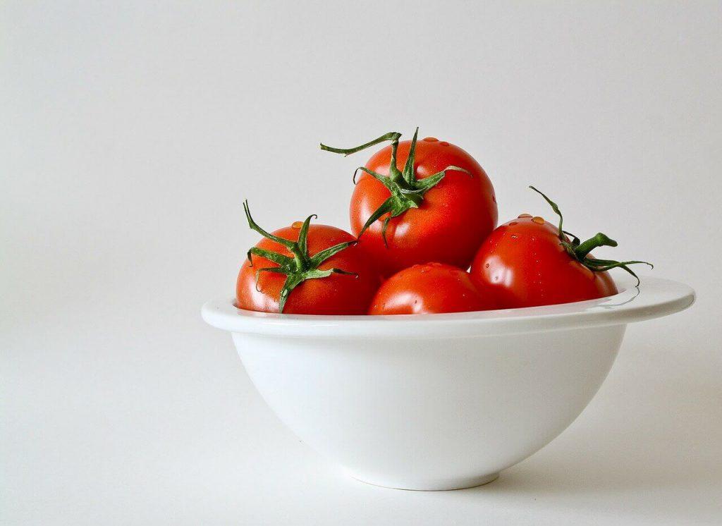 alimentazione-odore-della-pelle-pomodori-pancialeggera