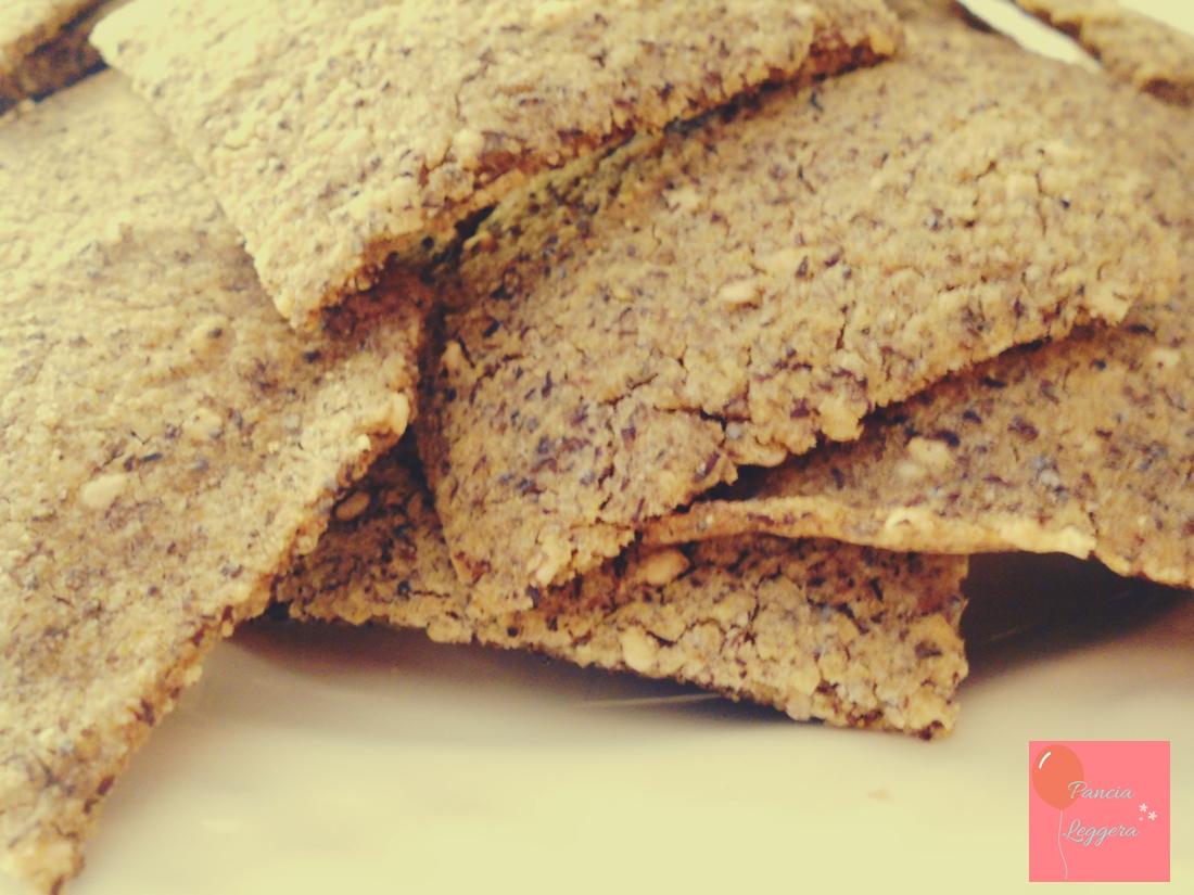 Crackers senza glutine e senza lievito con semi di sesamo e di papavero – ricetta facile e veloce