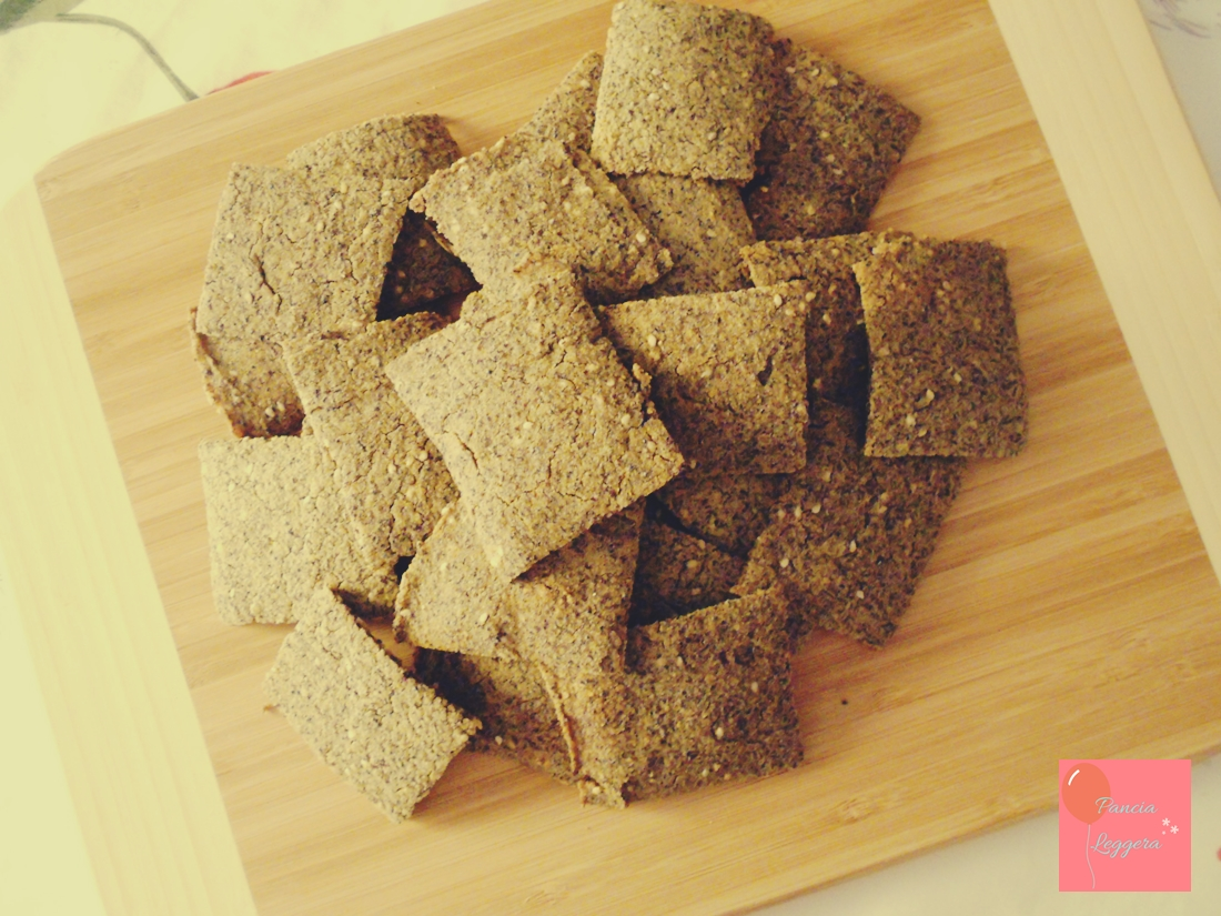 crackers-senza-glutine-lievito-con-semi-di-sesamo-pancialeggera
