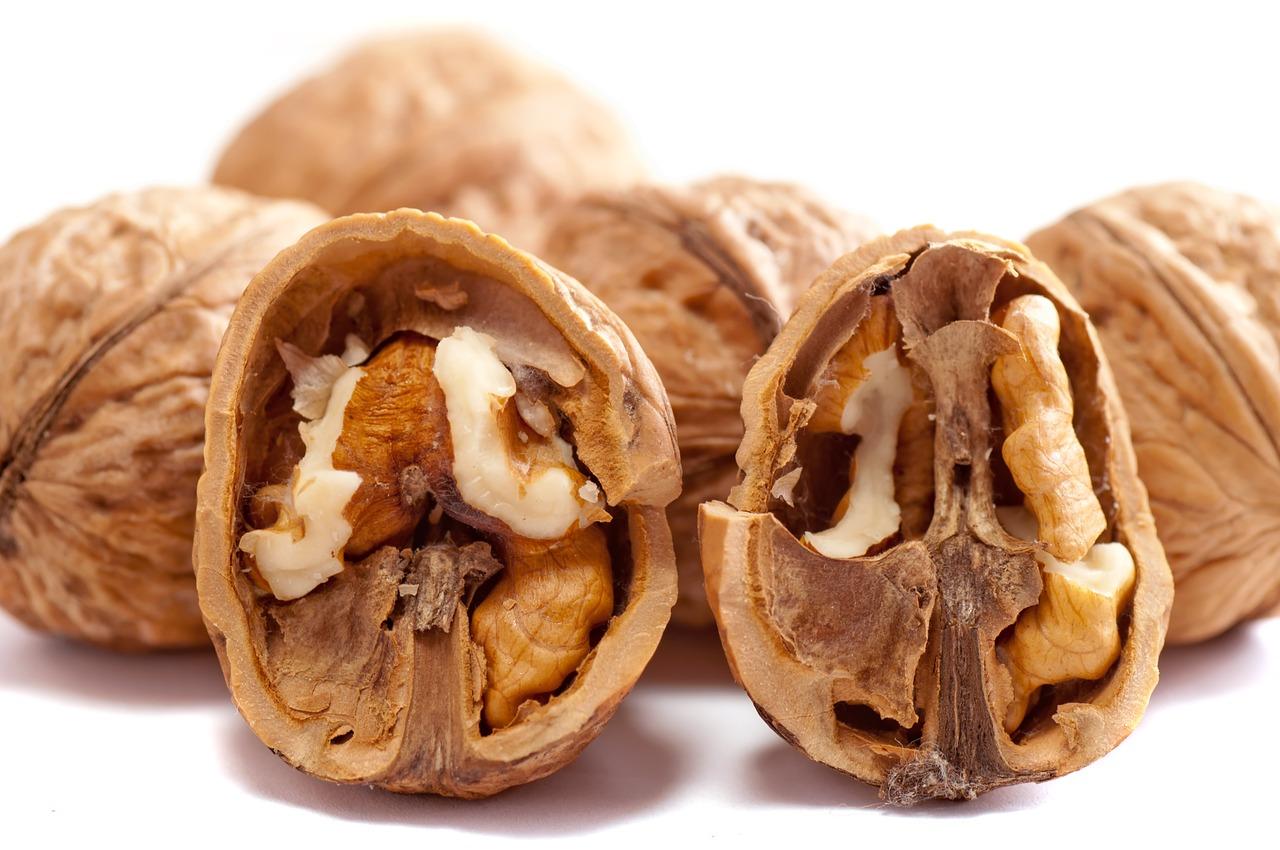 10 Motivi per mangiare noci. Proprietà benefiche, quante mangiare al giorno e controindicazioni.