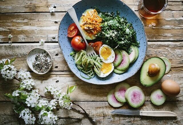 alimenti-per-muscoli-verdure-insalate-pancialeggera