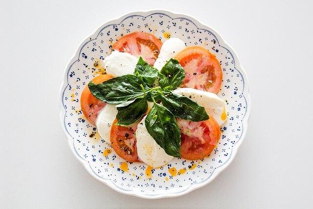 combinazioni-da-evitare-pomodoro-e-mozzarella-pancialeggera