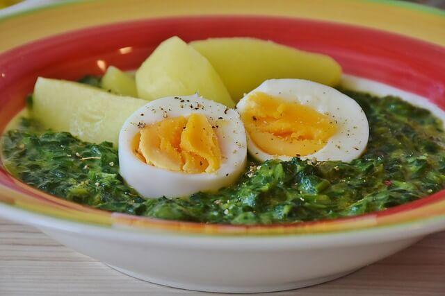 combinazioni-da-evitare-uova-e-spinaci-pancialeggera