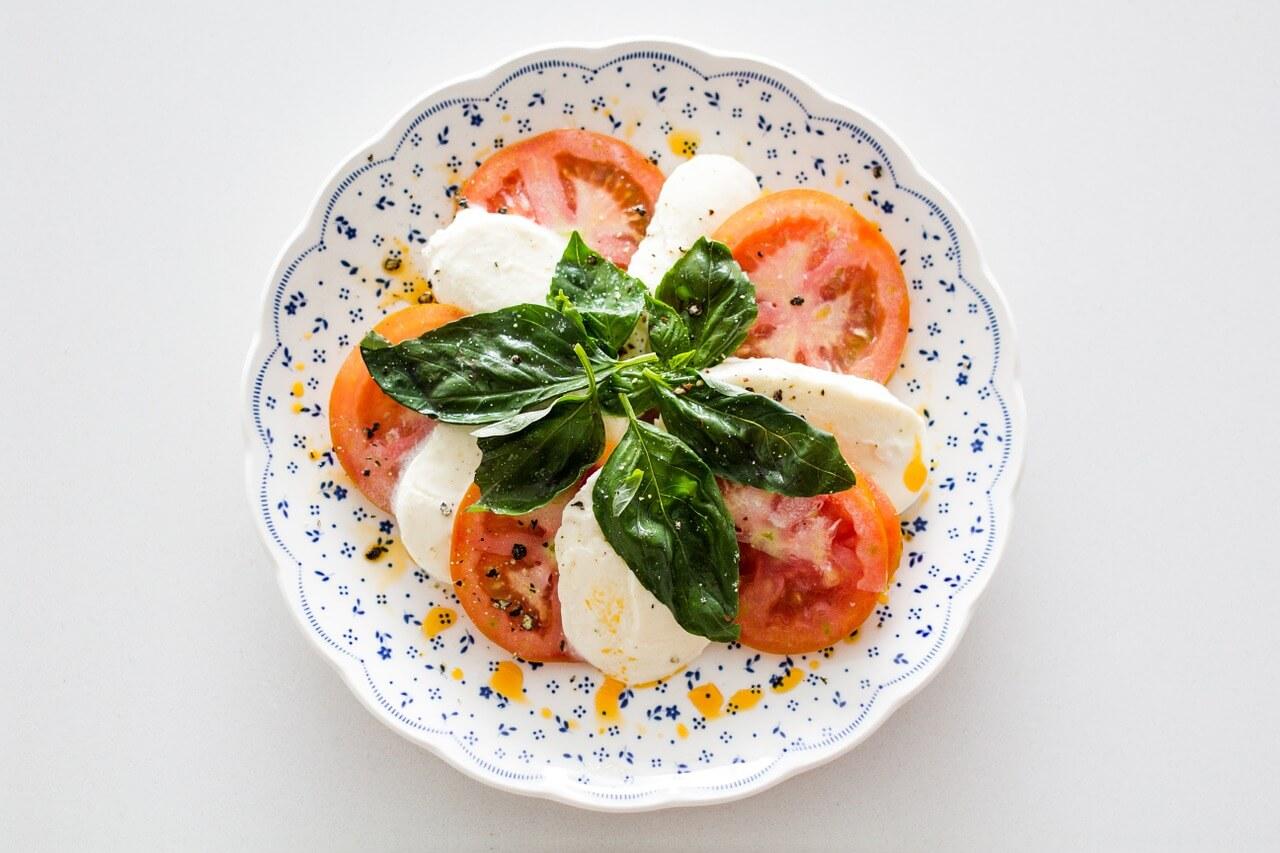 Cibi salutari che perdono le loro proprietà benefiche se mangiati insieme – 8 combinazioni di alimenti da evitare.