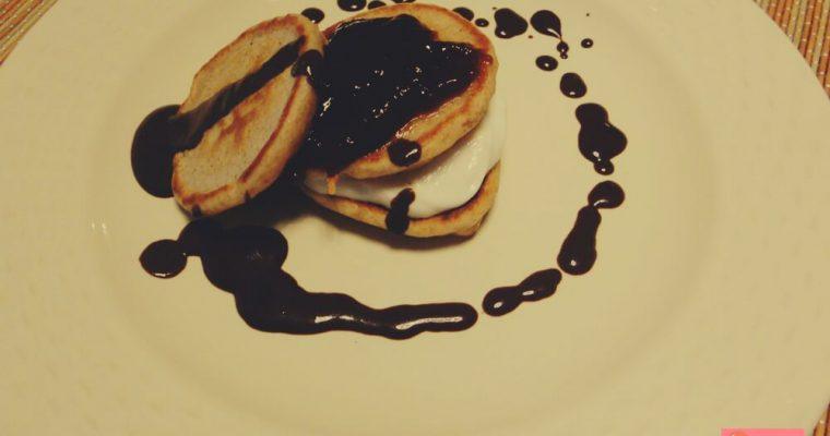 Pancakes veloci light con solo tre ingredienti – ricetta senza uova e senza lievito