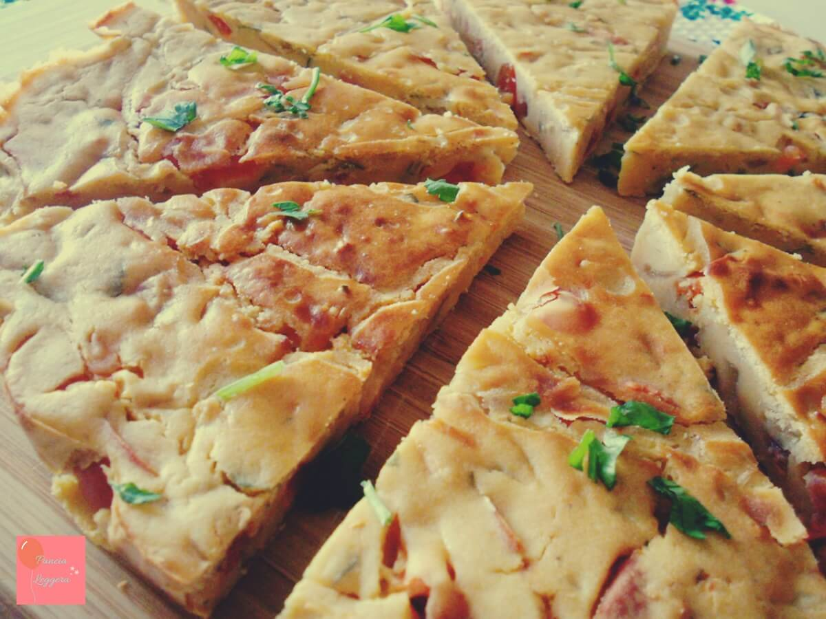 Frittata con farina di ceci al forno con pomodorini e cipolle – ricetta senza uova, senza glutine e senza lattosio