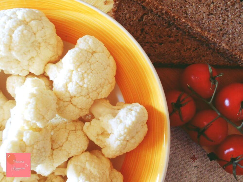 Insalata-finto-couscous-cavolfiore-bianco-crudo-ingredienti