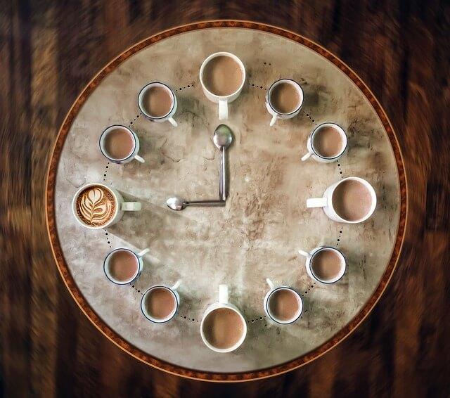 caffè-orario-curiosità-e-fatti-sorprendenti