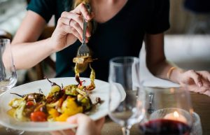 come-cambiare-abitudini-alimentari-masticare