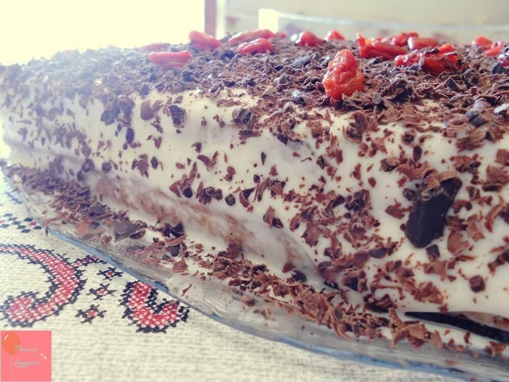 torta-integrale-con-noci-farcita-con-crema-allo-yogurt-senza-burro-pancialeggera