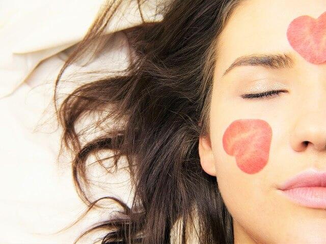 brufoli-acne-sintomo-carenza-vitamine-sali-minerali
