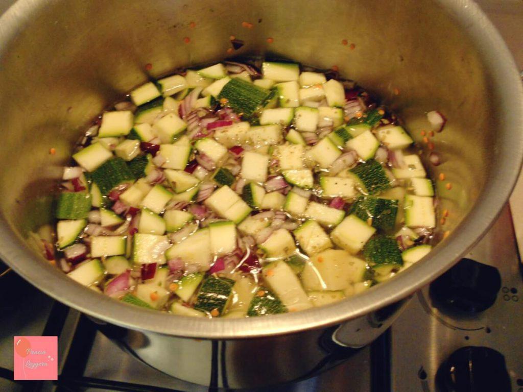ricetta-vellutata-di-zucchine-e-lenticchie-procedimento3