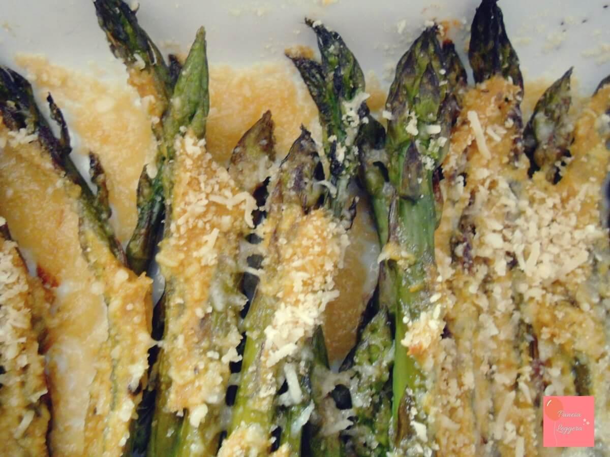 contorno-di-asparagi-gratinati-alla-senape-e-curcuma-senza-glutine-e-burro