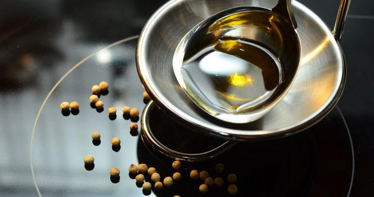 Quali sono i migliori oli e grassi da usare in cucina?