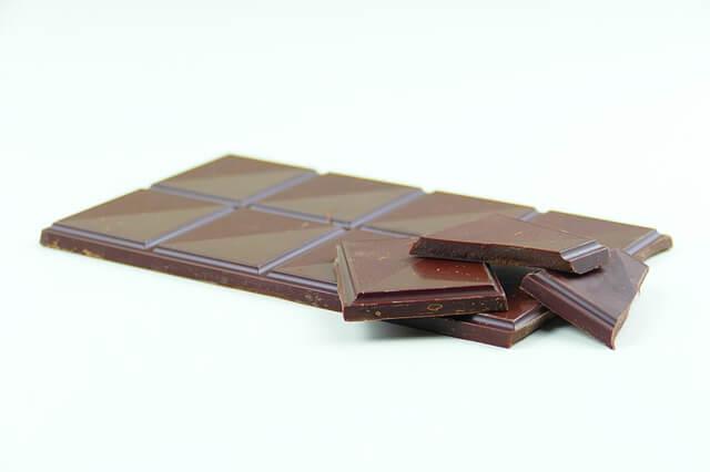 cioccolato-fondente-per-un-abbronzatura-perfetta