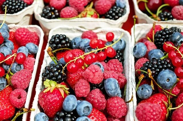 fragole-frutti-di-bosco-per-una-pelle-perfetta