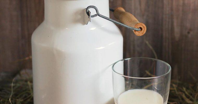 Bere latte fa bene o male alla salute?