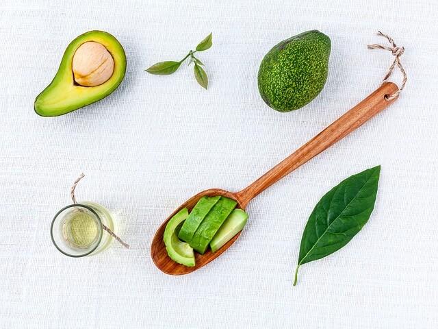 cibi-ricchi-di-collagene-avocado