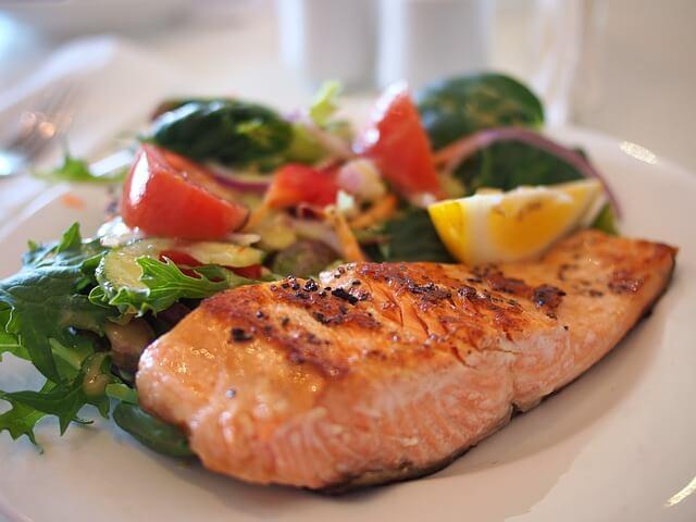 cibi-ricchi-di-collagene-salmone
