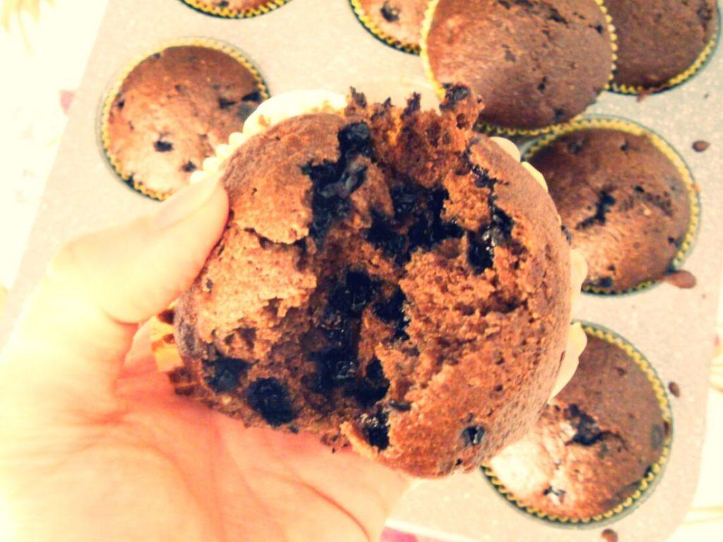 muffin integrali vegani al cacao con mirtilli senza burro