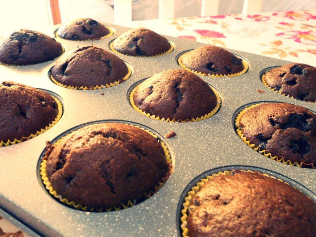 muffin vegani integrali al cacao con mirtilli